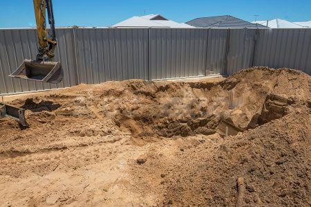 Préparation du terrain pour l'installation du bassin